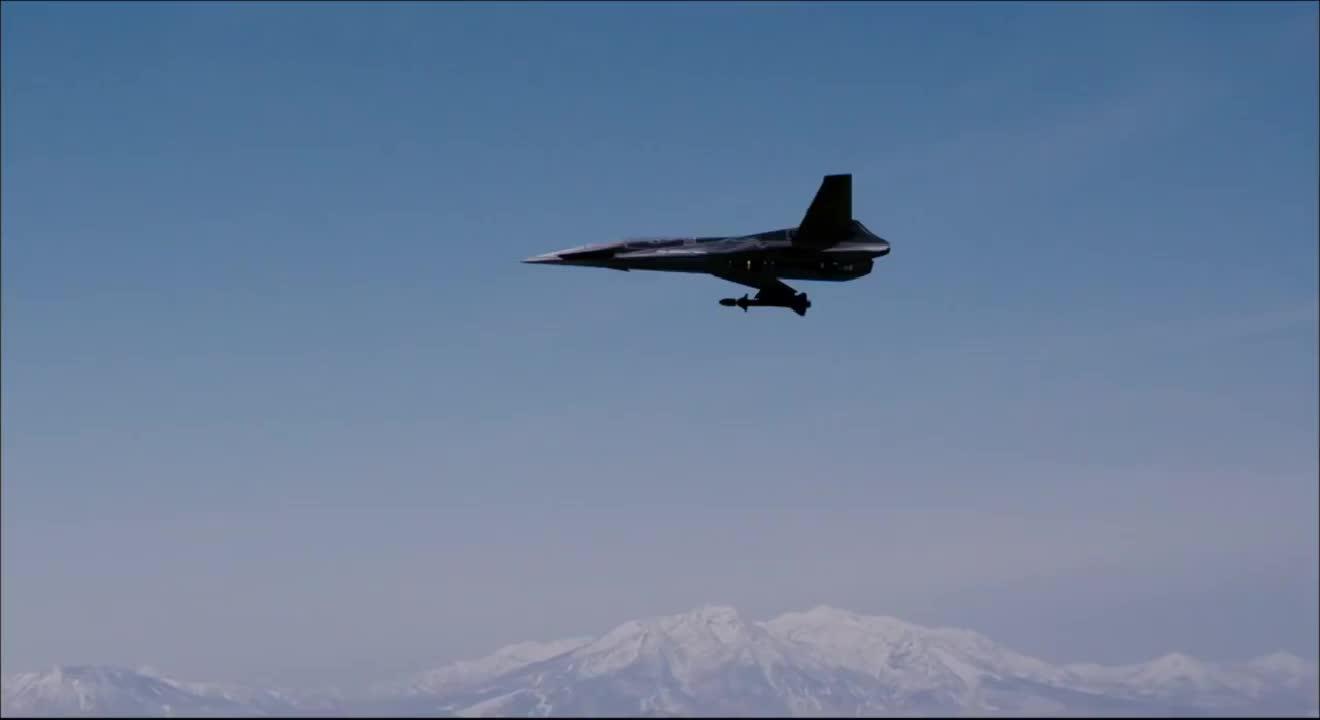 歼十出击:不明敌机动作太强,空军战士怒了:巡航导弹目标击中