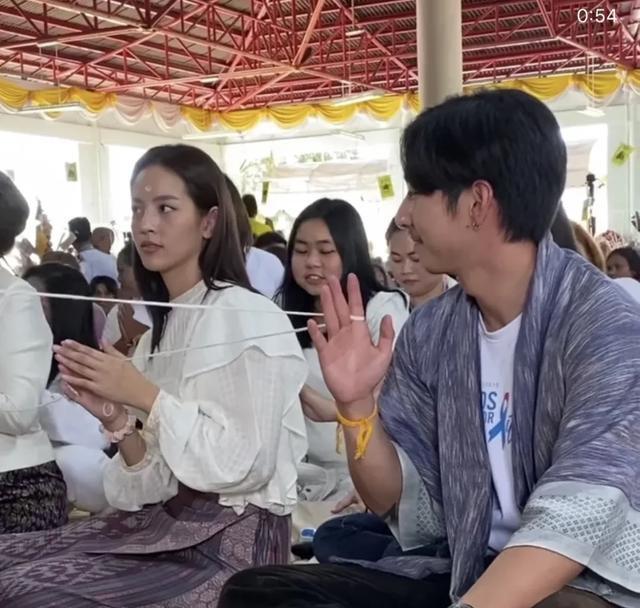 泰国明星Tono和Nychaa共同做慈善
