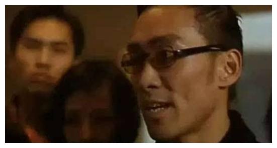 郑浩南直播曝光前妻身份,曾是亚洲知名女打星,57岁至今单身