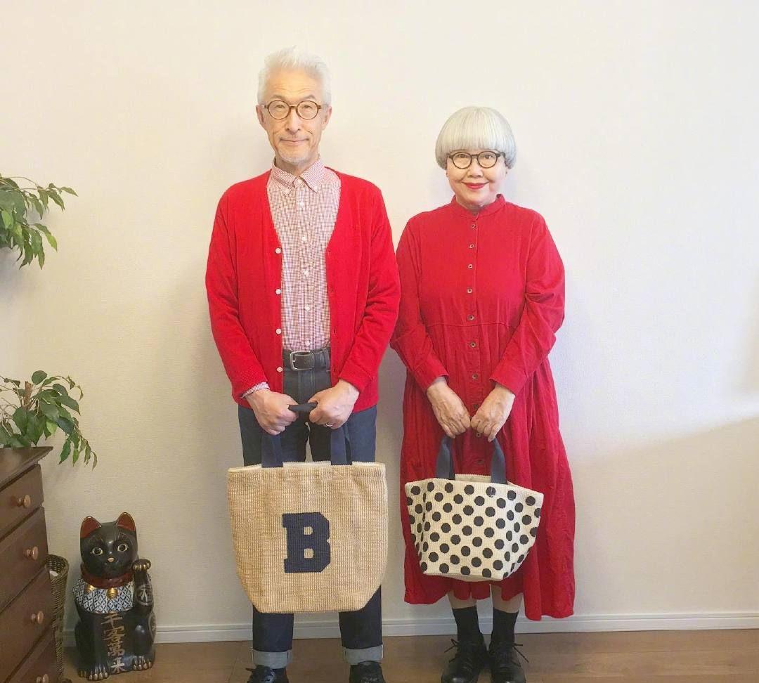 这对老年时尚博主,不管走到哪都是情侣装,幸福又有爱