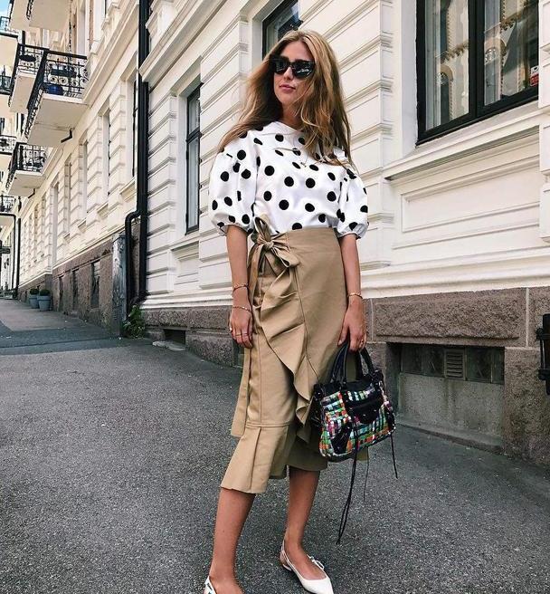 """蝴蝶袖已成过去式,今年引领风潮的是""""泡泡袖"""",精致优雅又减龄"""