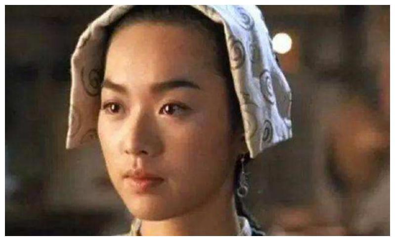 """曾被称为""""小关之琳""""的她,被曝与富豪有染,今丑成大妈无戏可拍"""