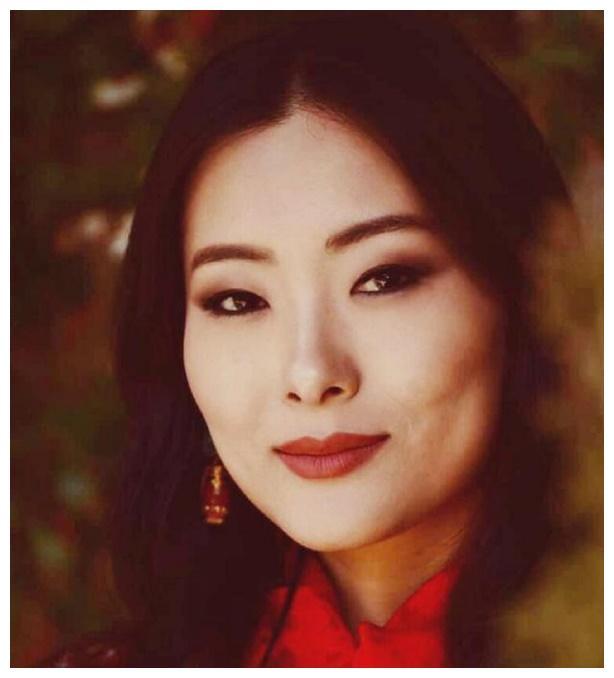 不丹王后一笑倾城,5个小姑子天生丹凤眼,最漂亮的一个成了弟媳