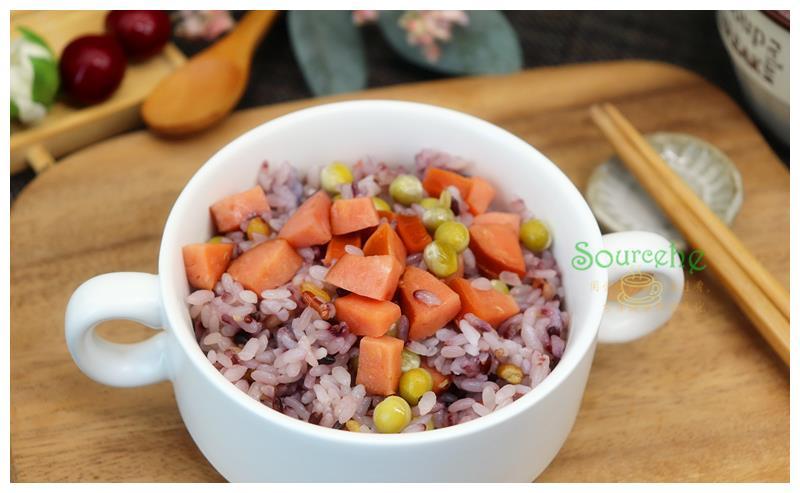 秋冬季别再煮白米饭,18种杂粮加香肠焖一焖,香软可口很好吃