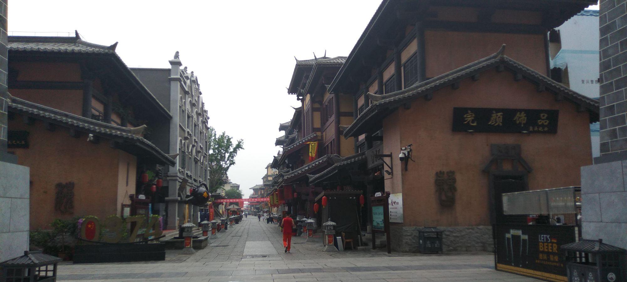 晨跑在许昌,你是喜欢早上清新的古城,还是晚上张灯结彩的护城河