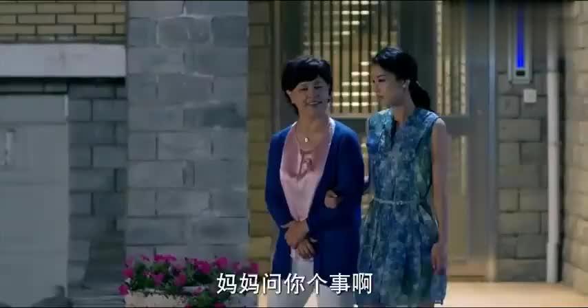 影视:母亲直面问女儿私事,害得女儿不好意思回答,太尴尬