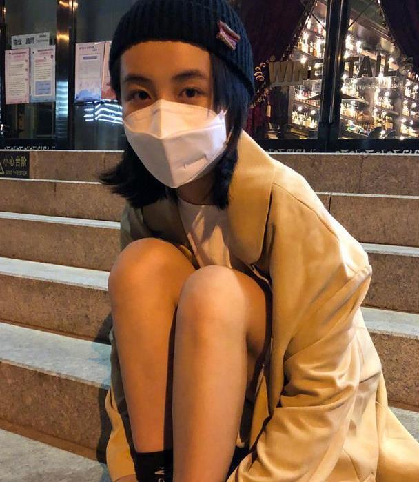 """""""妹妹""""张子枫是真不怕热,大夏天戴""""毛线帽"""",太有范儿了!"""