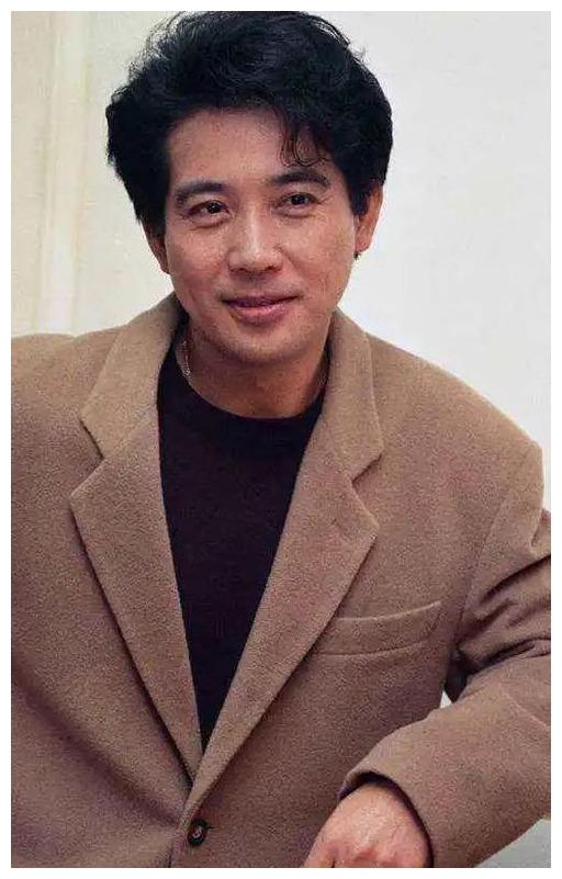 林青霞与秦汉珍藏版旧照,一个儒雅一个清纯,是真正的才子佳人