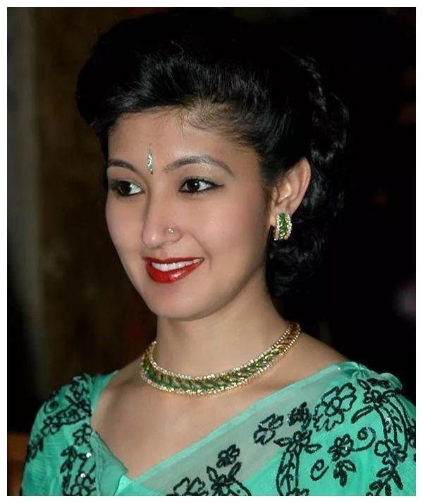 尼泊尔最美王妃出身印度贵族,如今却沦为平民,她还会翻盘吗