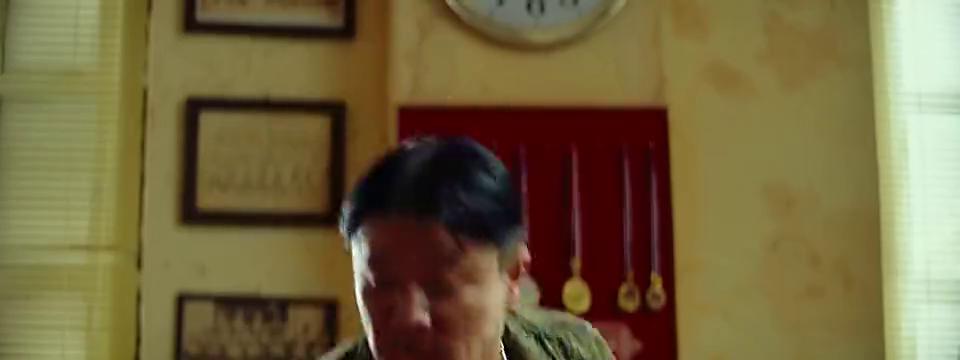 唐人街探案:警察刚给上司说不认识唐仁,他就接到电话!