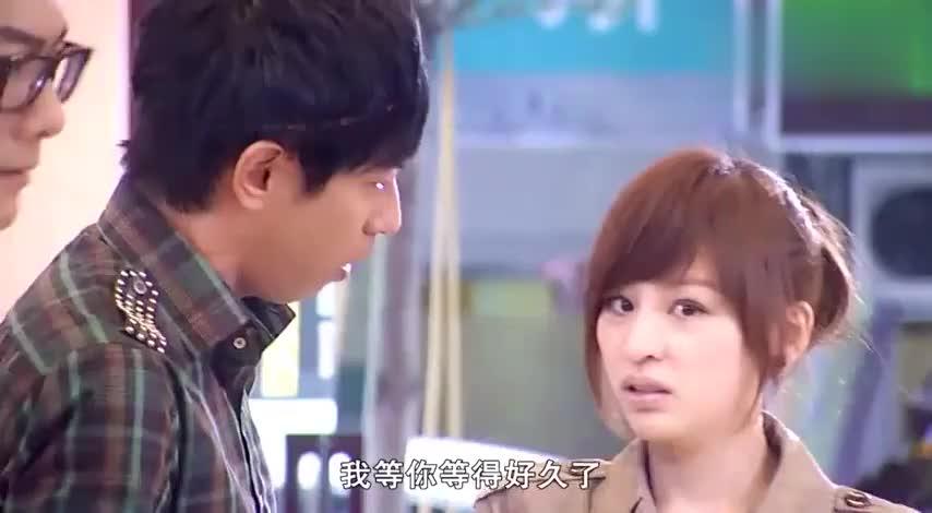 穷小伙想在美女面前表现,竟要妹妹帮忙说他的优点,结果却尴尬了