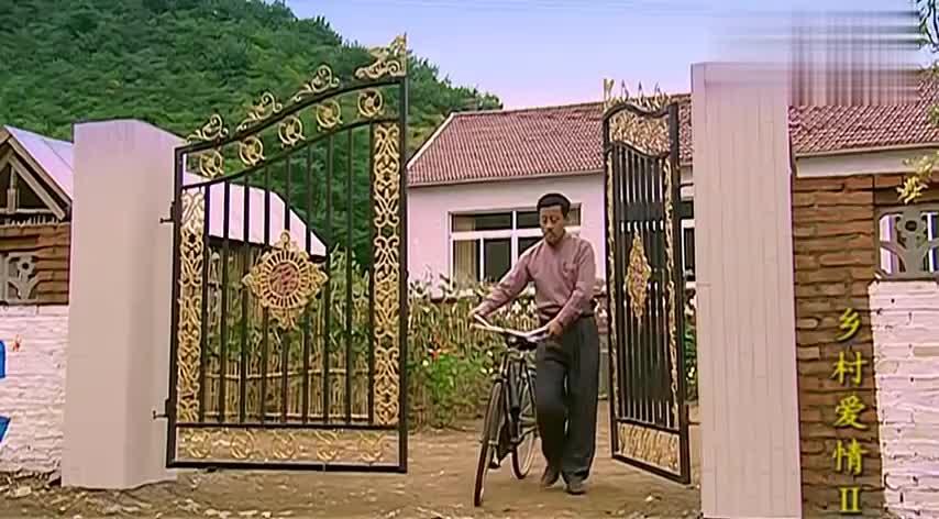 乡村爱情:刘能当上村干部,立马穿上新衣服溜达,可把他嘚瑟坏了