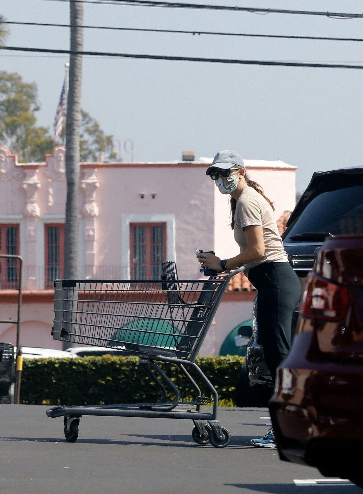 詹妮弗·加纳(JenniferGarner)洛杉矶外出新街拍