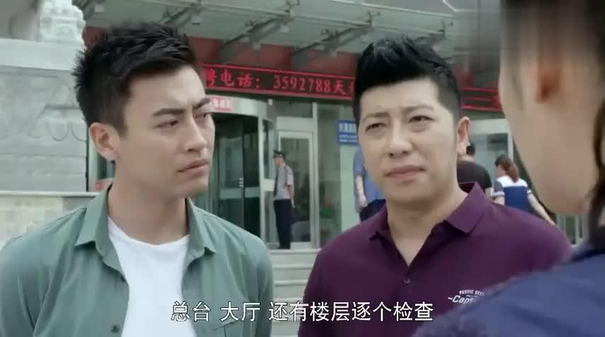 警察锅哥:警花分配任务,只让简凡待车里看案卷,他坐车里直抱怨