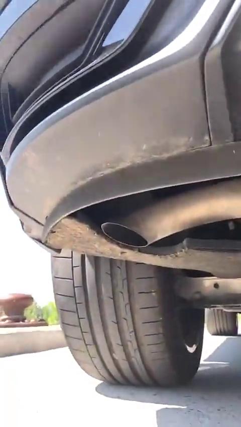 土豪买了台奥迪Q8,看到它的排气筒,车主彻底生气了!