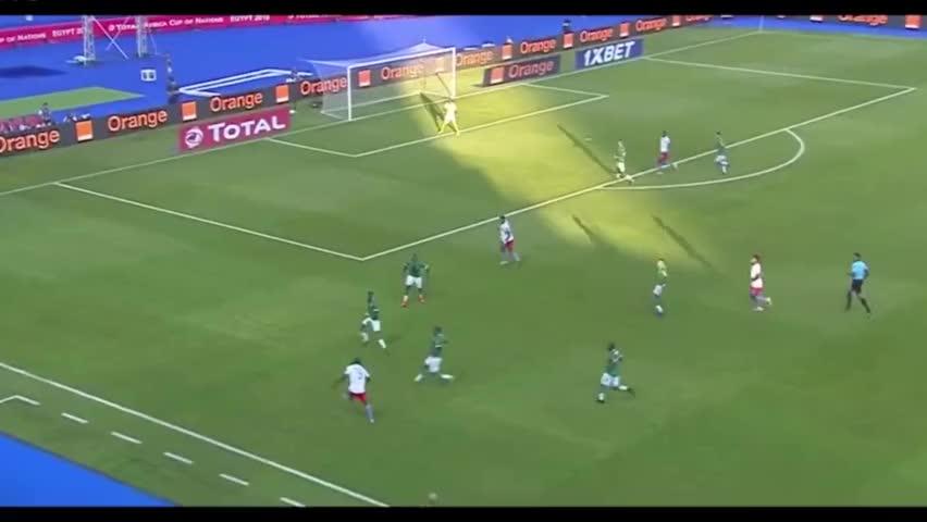 国安球迷集体滑跪庆祝巴坎布归来!非洲杯4场3球可当新援用?