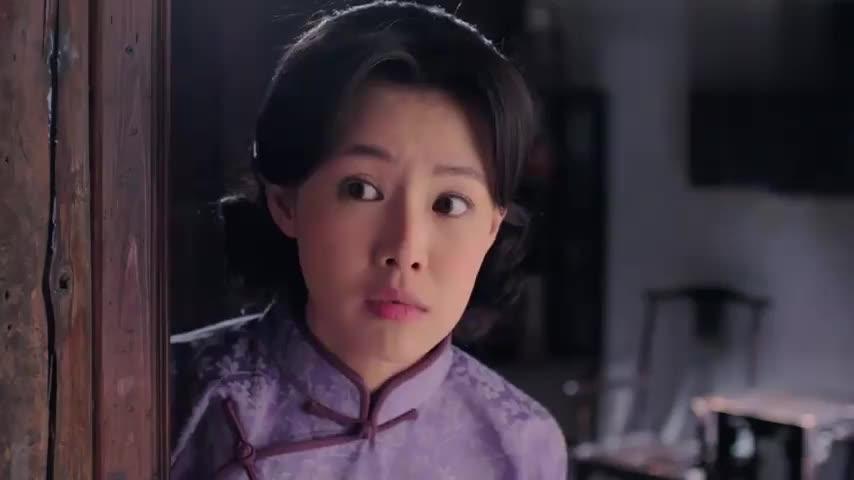 蔷薇:女儿考上大学办庆功宴,怎料亲妈却躲在屋里啃鸡腿!