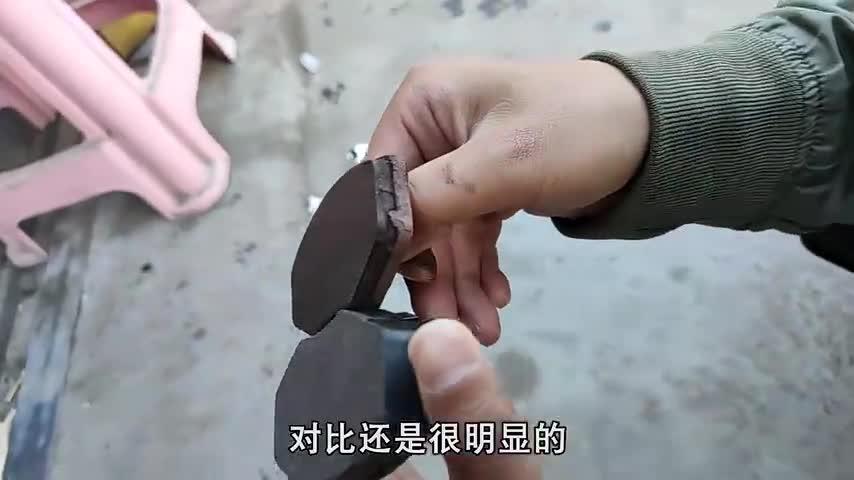 视频:二手奇瑞QQ进藏,跑了8000公里就去换刹车片,这磨损严重吗?