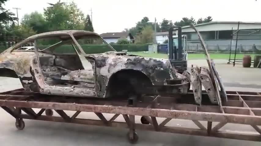 报废的保时捷外壳,翻新后,网友:这简直就是新车
