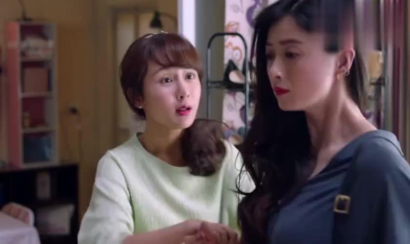 樊胜美打扮妖娆要去酒吧掐尖,却因身上背的假包,输给了曲筱绡