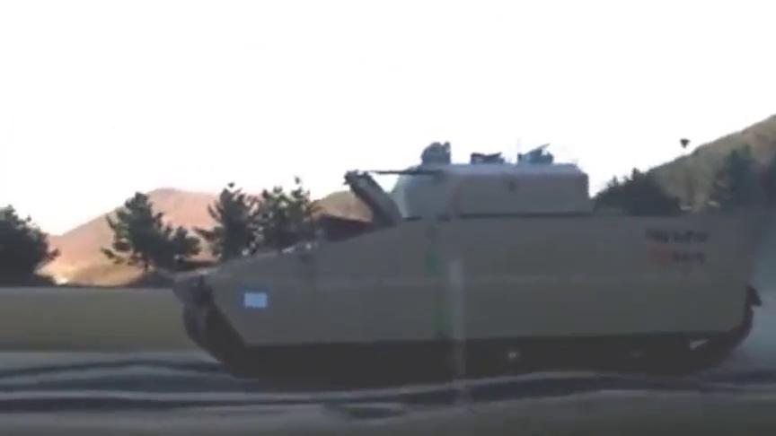 韩国红背蜘蛛步兵战车的车身测试视频,外形很科幻