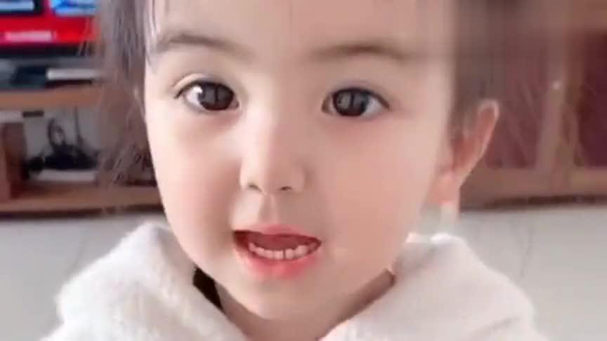 小宝宝这颜值没谁了,一岁就这么高的鼻梁,长大了会被怀疑整容吧