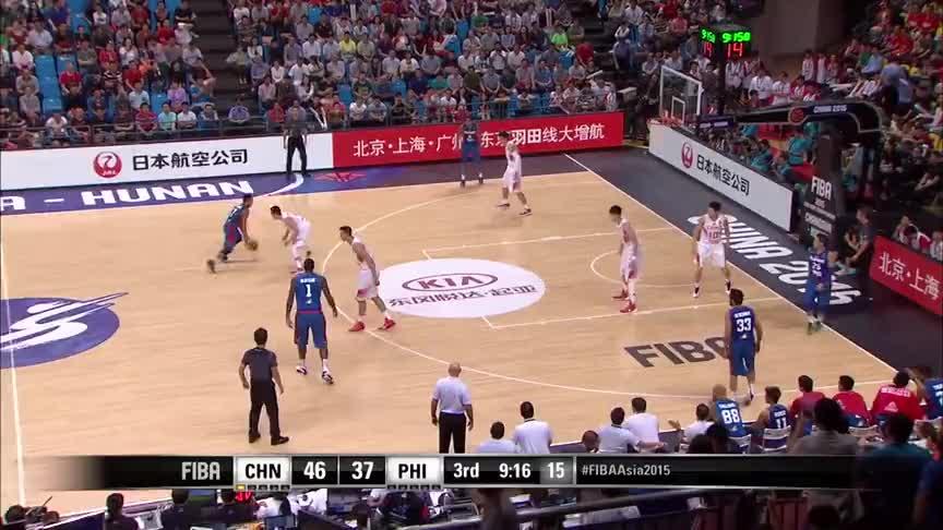 低级失误,中国男篮对阵菲律宾,菲律宾年轻小将运球竟然走步了