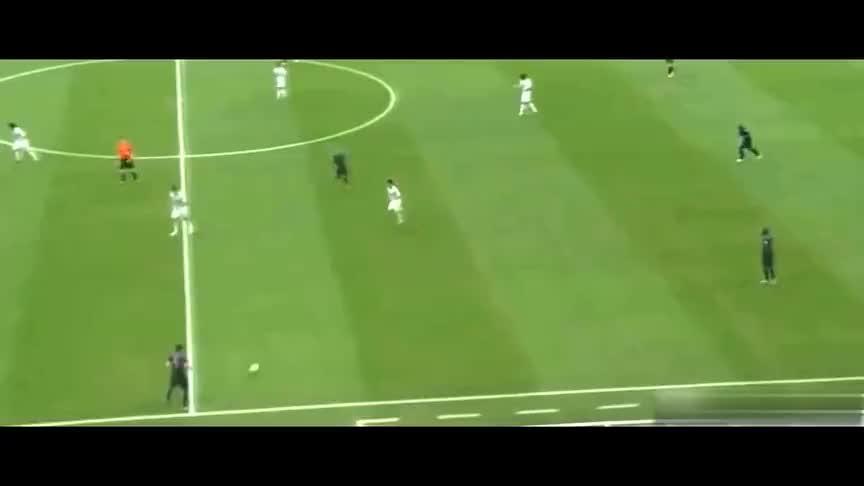 世界杯名场面,范佩西鱼跃头球成永恒经典!