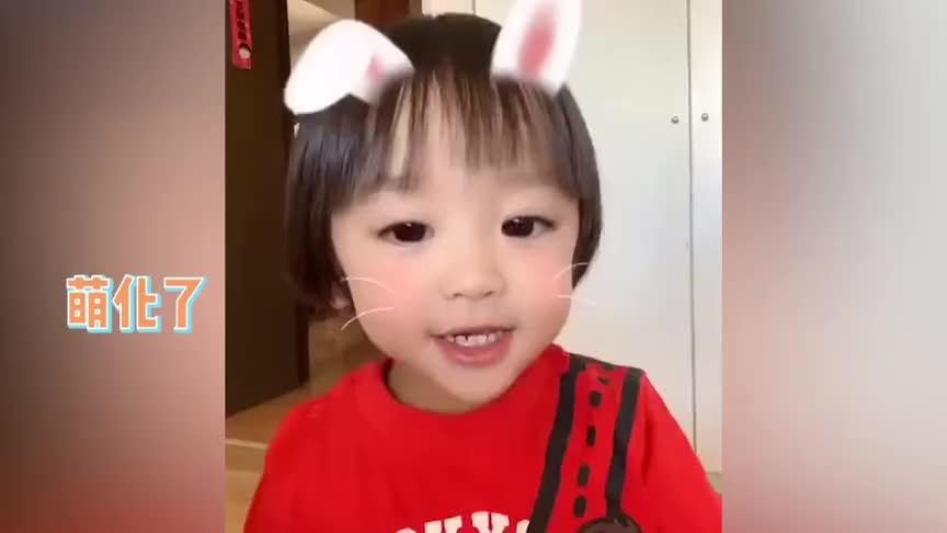 郑嘉颖1岁儿子说普通话,从一数到十兴奋鼓掌,继承爸妈高颜值