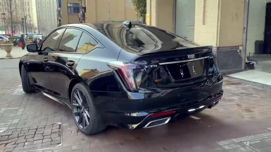 视频:凯迪拉克CT5美系豪华轿车动态展示,外观设计非常大气!
