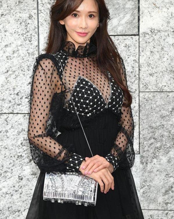 林志玲果然适合日系风,穿波点网纱裙出镜,生图状态哪像46岁?