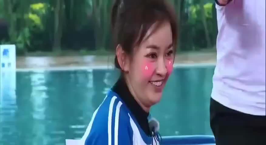 奔跑吧:经典片段:陈意涵像林心如?邓超鹿晗被弹飞落水!