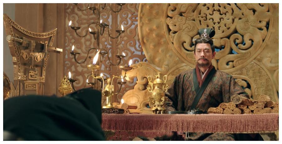 汉景帝请丞相吃饭却不给筷子,丞相吃完后离开,汉景帝杀心顿起
