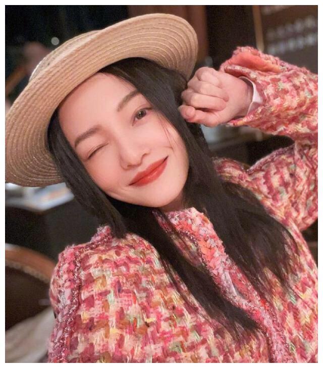 """""""励志女神""""张韶涵39岁了!生日照穿上了芭比粉色,真的好稚嫩"""