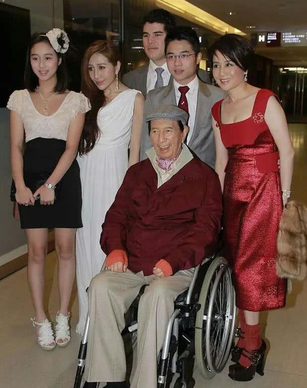 与赌王相差78岁!最小女儿何超欣初显名媛范,同框姚安娜颜值抢镜