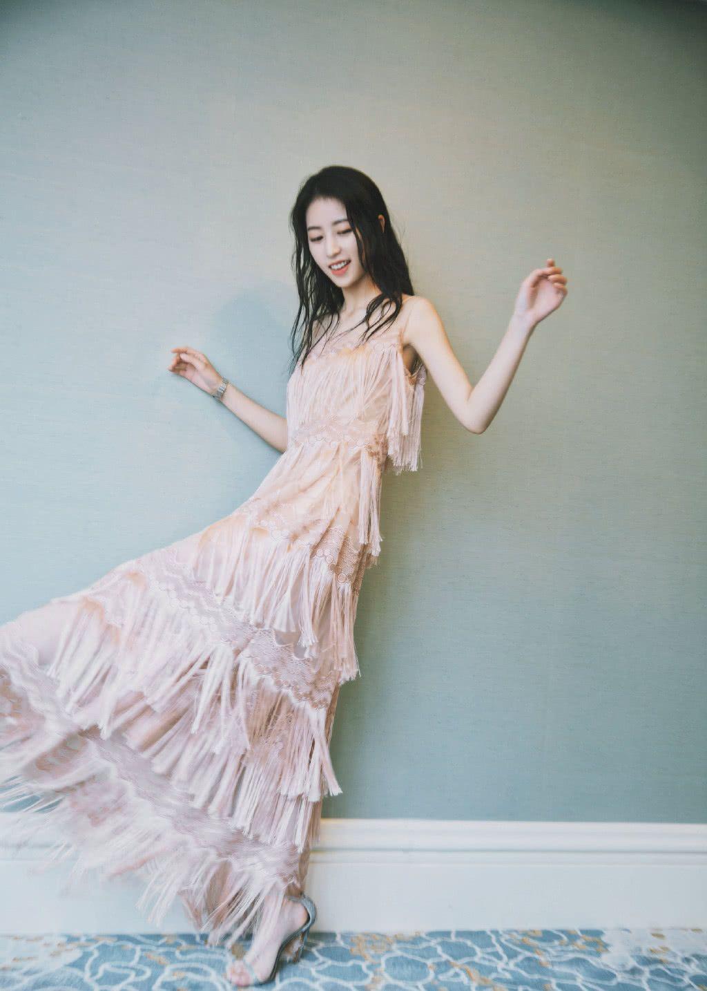 元气女神周雨彤,拥有温柔端庄又知性的气质,真的超美!