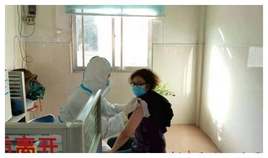 方城县柳河镇第一针新冠疫苗开始接种