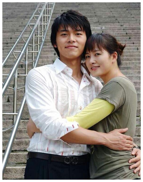 """《金三顺》主演时隔15年同框,玄彬还是一样,金宣儿却成""""超模"""""""