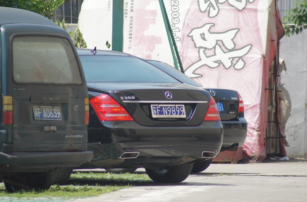 """南通通州区街头实拍奔驰S350,车牌""""9899""""相当顺口!"""