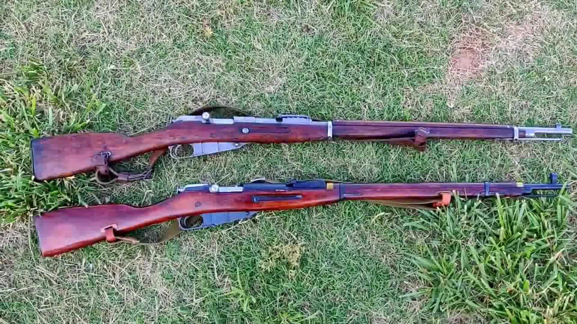 两杆有年头的莫辛纳甘步枪,可称得上是古董了,保存的很完好!