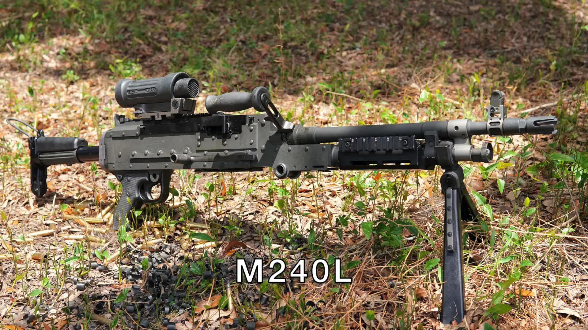 M240L轻机枪,采用可散式弹链供弹,靶场慢动作射击回放