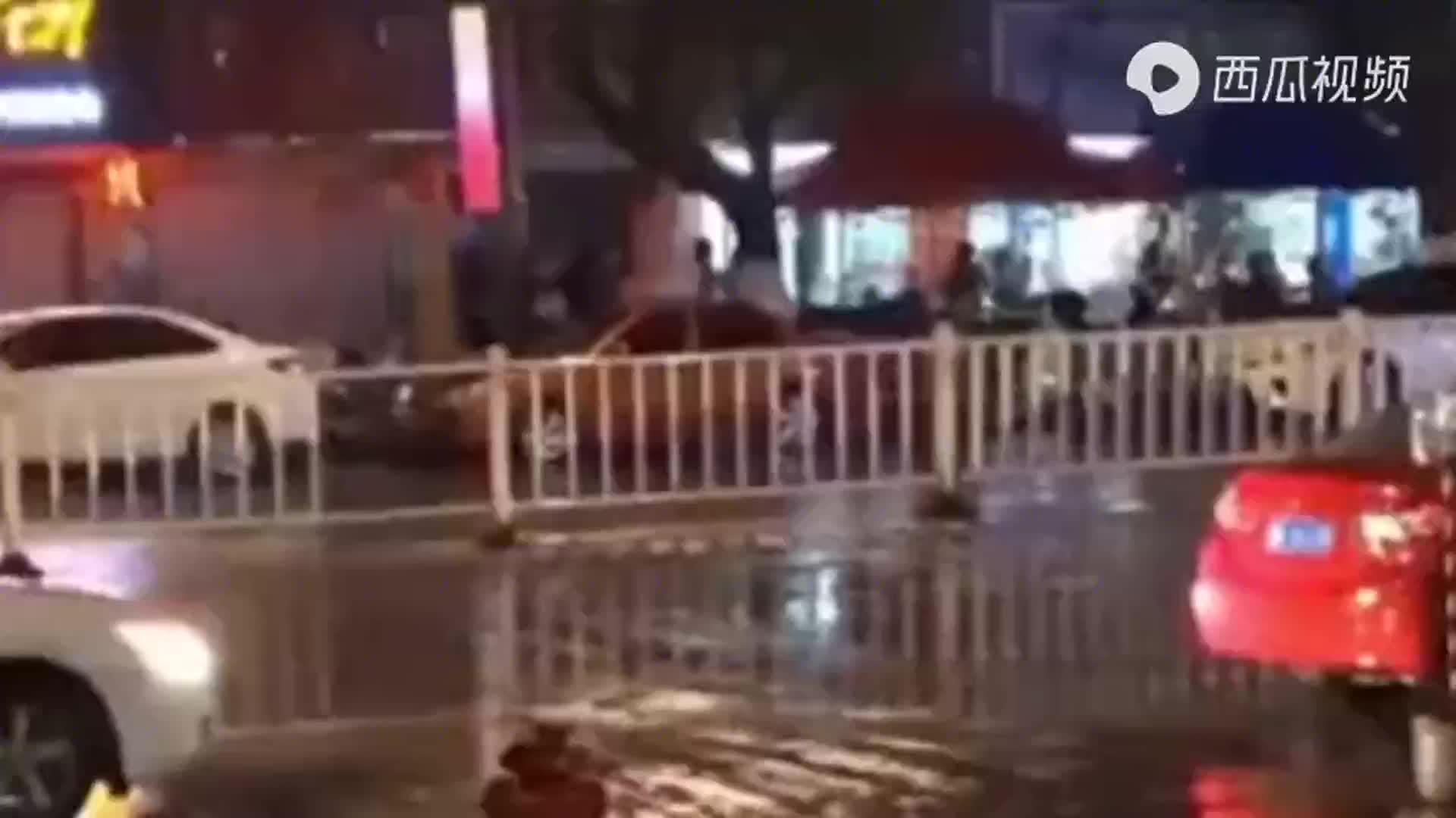 夜宵摊骚扰女性酿故意伤害案 一名男子被刀捅伤致死!