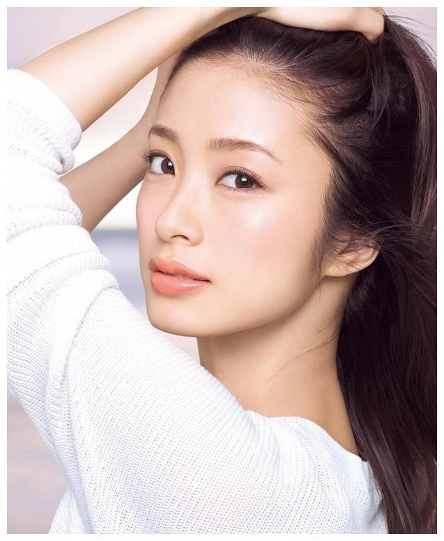 日本35岁气质御姐女星上户彩
