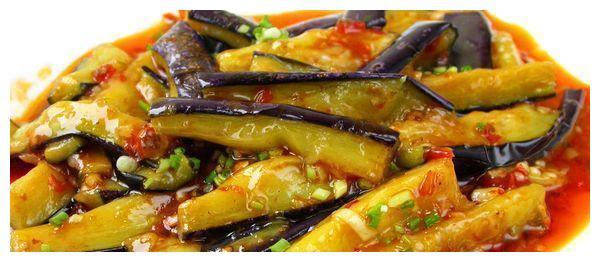 美食推荐:蒜茸丝瓜鲜虾盅、土豆海带烧肉、小炒腊肉、鱼香蒸茄子