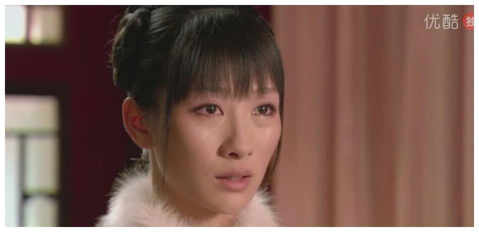 甄嬛传:宜修用茶水浇灭炉灰时,安陵容哭了,甄嬛为何会心一笑?
