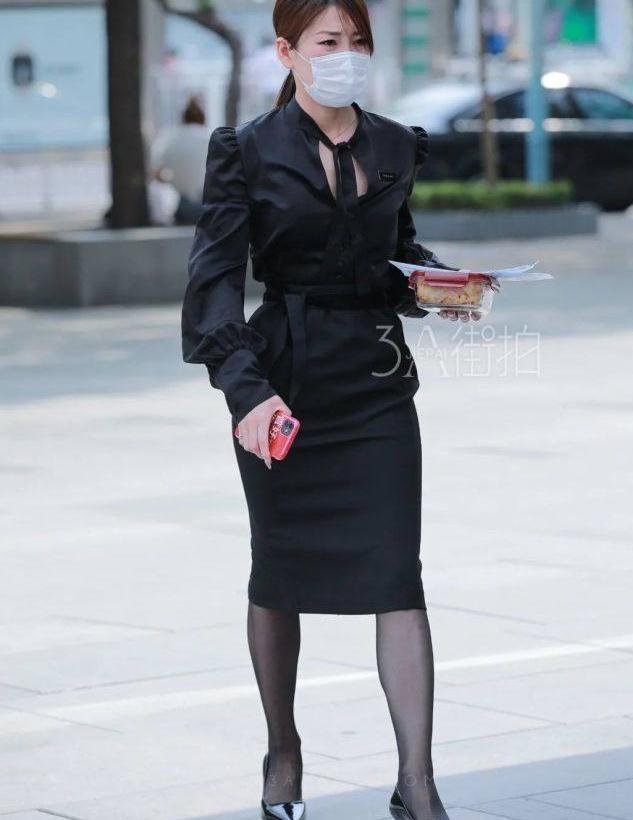 街拍:小姐姐的吊带裙穿搭,穿出来的身材满分!看了心跳加速!