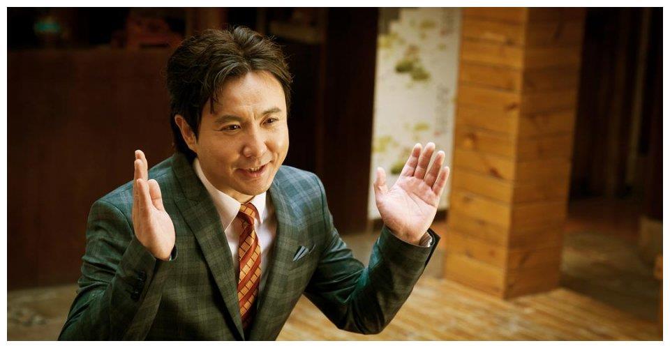 王多鱼版李春平,如何取得69岁老太信任,获赠8千万豪宅千亿财产