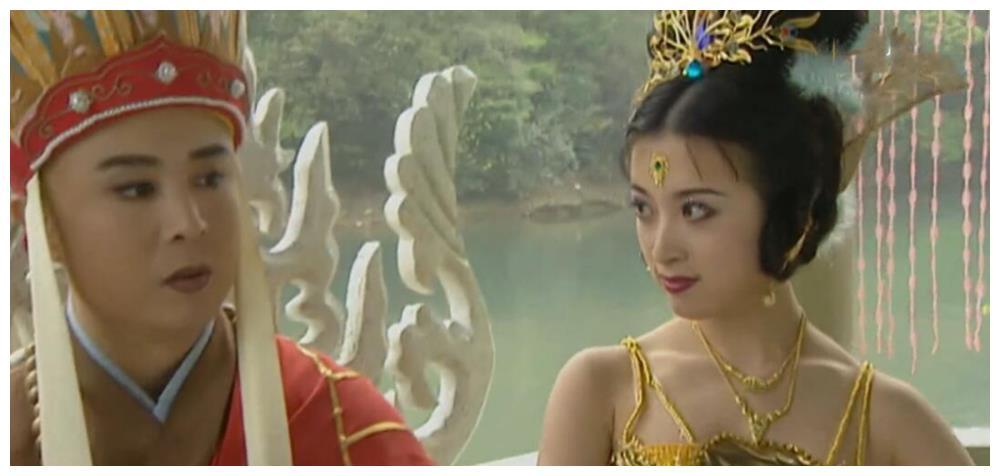 《西游记》的孔雀公主,凭借美貌勾引导演,为电影陷害男友