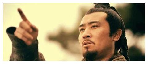 刘备年轻时候真的要靠卖草鞋来补贴家用吗?他真的是贫寒人家吗?