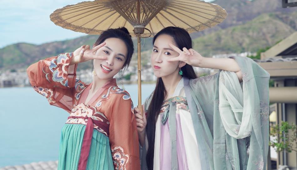韩丹彤与娄艺潇古风写真,造型惊艳,美丽优雅